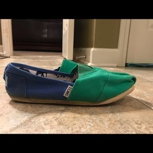 Toms blue and green sz 10